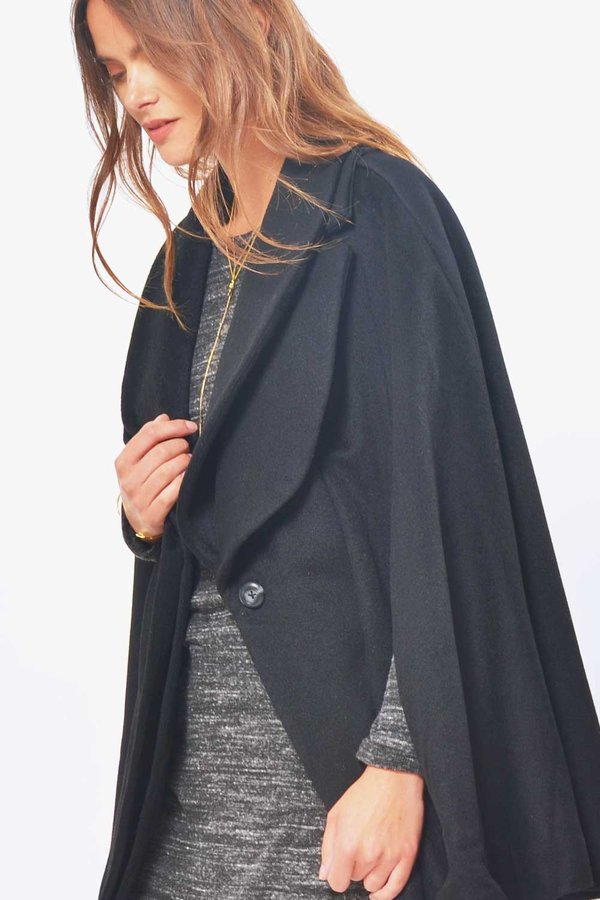 Primary New York Wool Cape 01 - Black