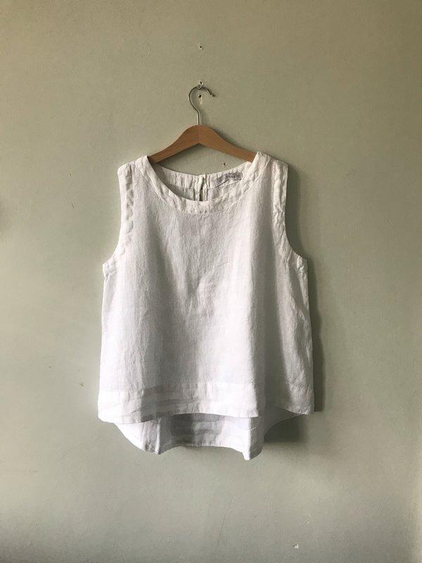 cut-loose Hanky Linen Hi-Lo Tank - White