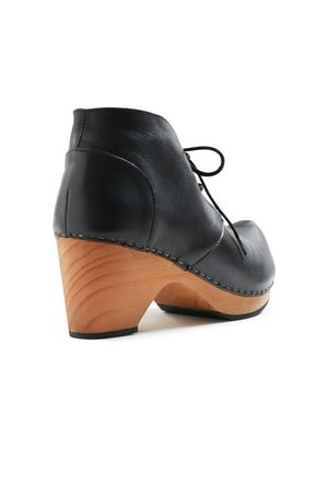 Lisa B. toe seam leather bootie clogs - black
