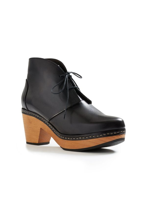 Lisa B. smooth toe leather bootie clogs - black
