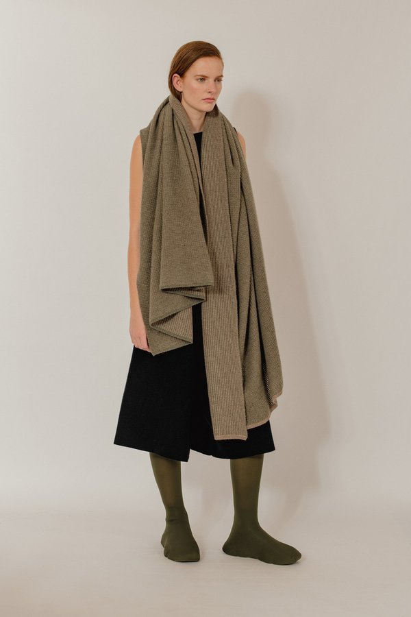 Oyuna Tundra Textured Waffle Knit Cashmere Throw - Moss/Taupe