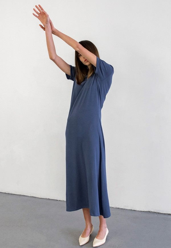 DELFINA BALDA BASIC COLOR SHORT SLEEVED DRESS - BLUE