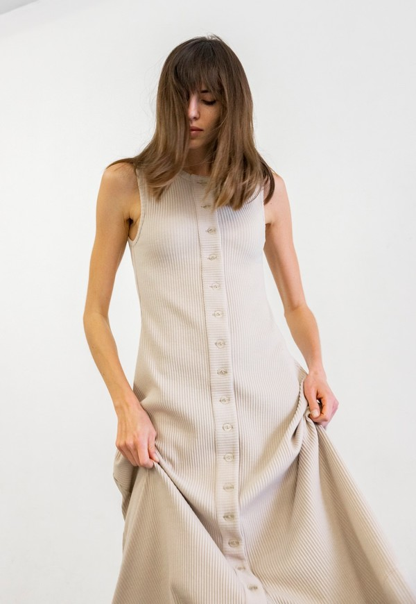 DELFINA BALDA BASIC COLOR SLEEVELESS DRESS - BEIGE