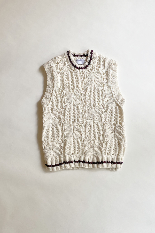 Saralam Contrast Tipped Cable Knit Vest - Ecru