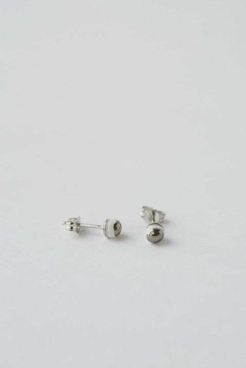 jujumade 14k White Gold Dot Earrings
