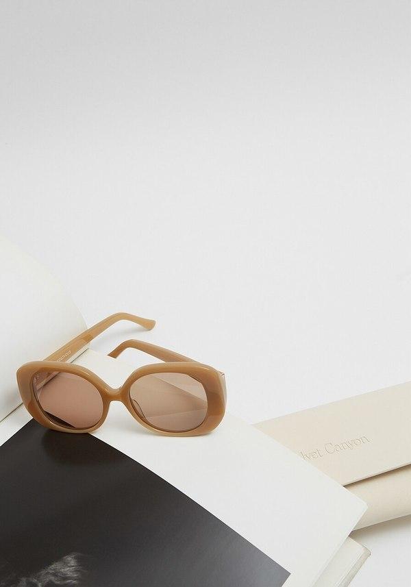 Velvet Canyon The Rendezvous Sunglasses - Tan