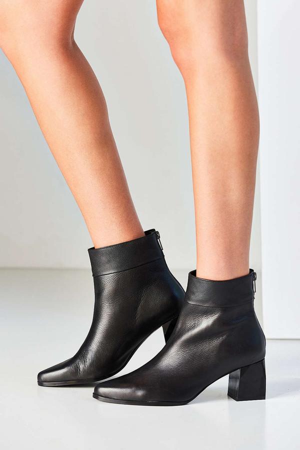 Intentionally Blank JACOB Black Leather