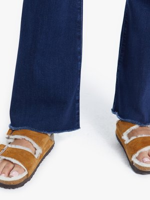 Mother Denim The Weekender Fray - Tongue in Chic