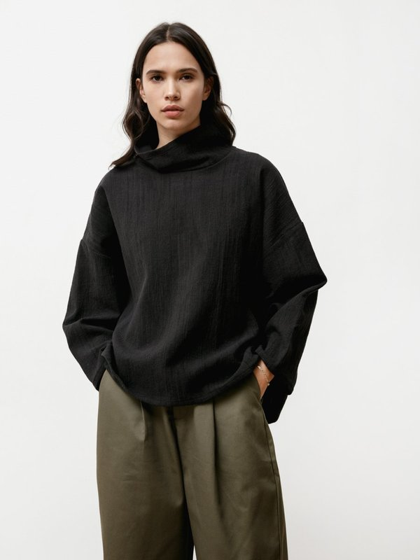 Priory Node Natural Jacquard Turtleneck - Black