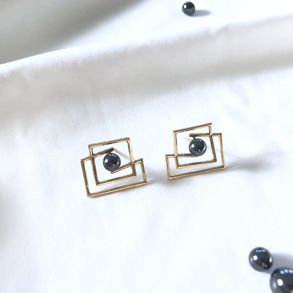 Metalepsis Projects Volten Square Earrings - 14k gold/hematite