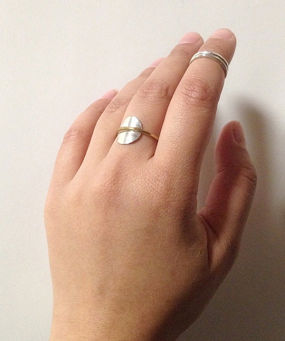 Knuckle Kiss Saturn Ring