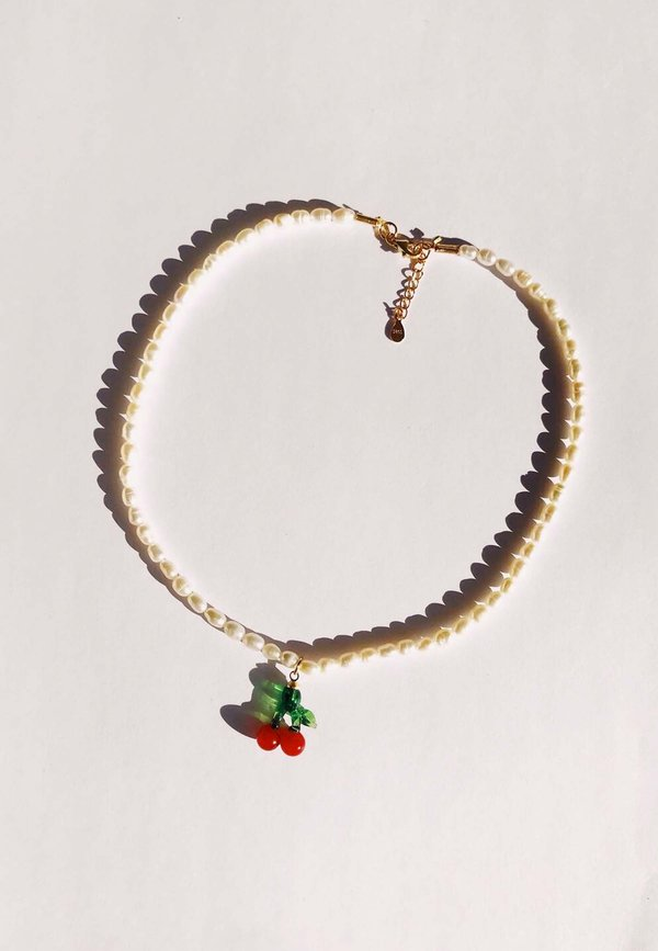 Baby Cherry Necklace - pearl/gold