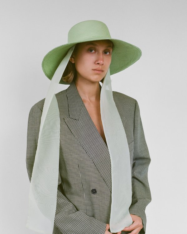 Pearl Hat w. Neck Scarf in Cream
