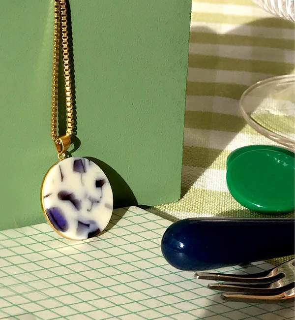 MATTER MATTERS Circle Necklace - Gold Plated/Snow