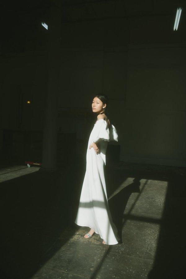 Kamperett VERONA SILK GOWN - WHITE