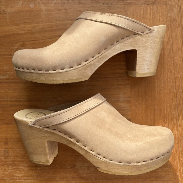 No.6 Old School Clogs size 40 in sand suede