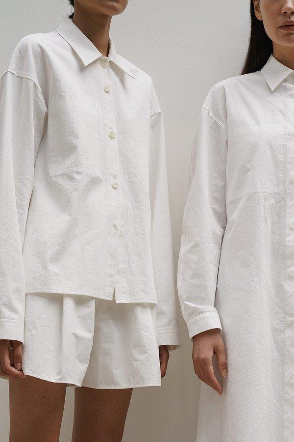 Amomento Reverse Pocket Shirt - white