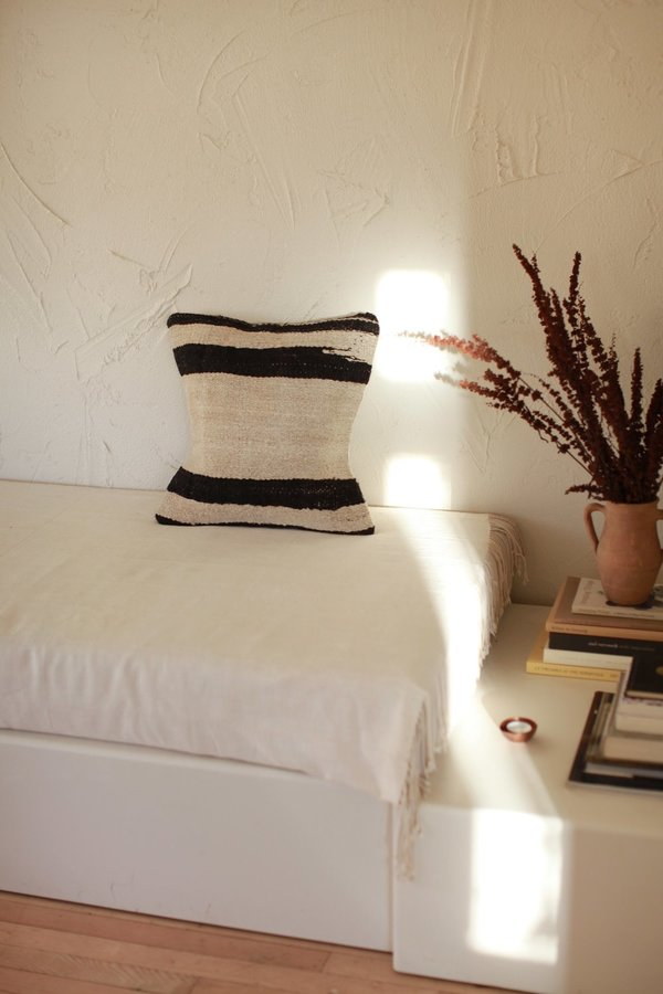 nomad collective Kilim Stripe Pillow - natural/black