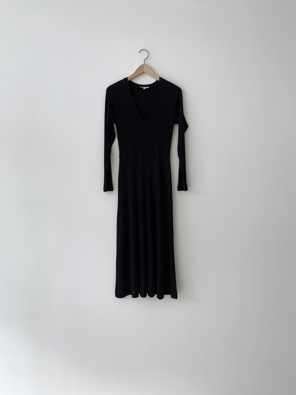 Kamperett CRUX KNIT DRESS - BLACK