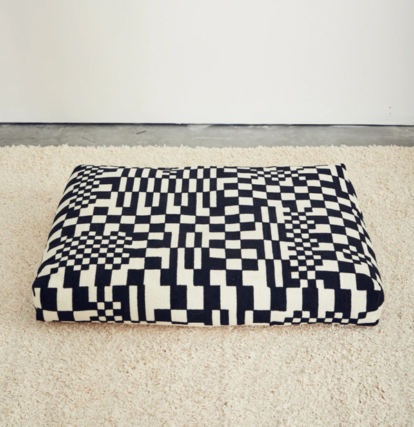 Dusen Dusen Embroidered Dog Beds - Black/White