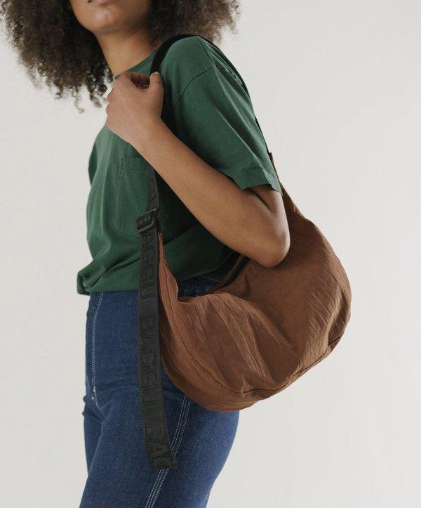 Baggu-Medium Nylon Crescent Bag // Brown