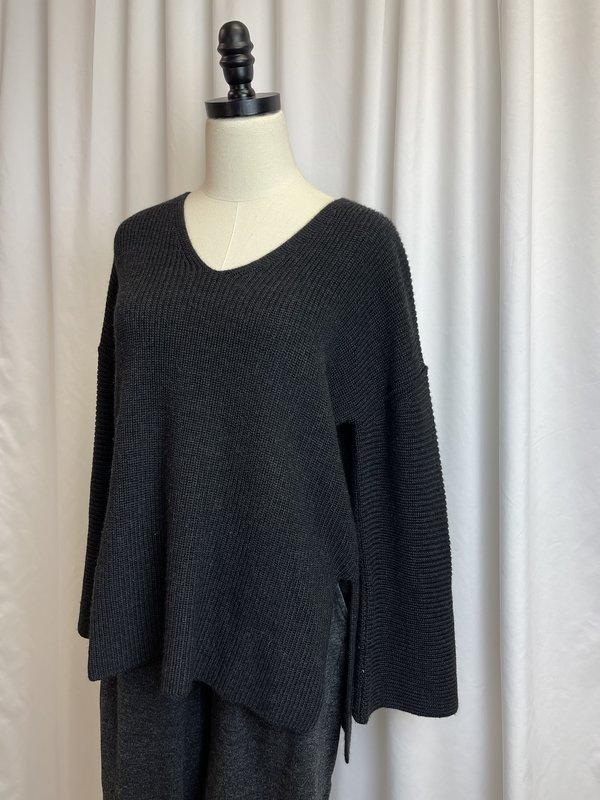 Velvet by Graham & Spencer Grey Ribbed Sweater (S/M)