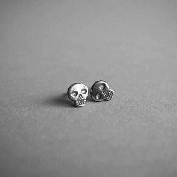 Headstone Stud Earrings (Flat Skull)