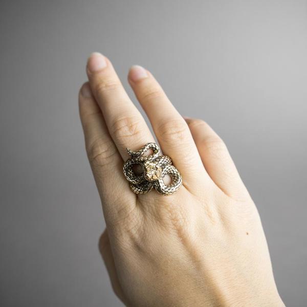 Omnia Sapientia Ring