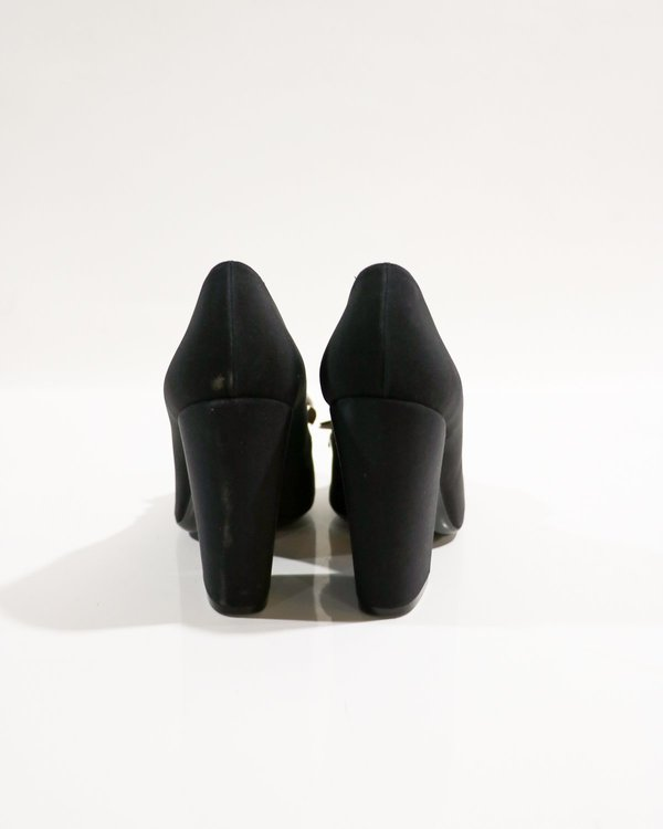 [pre-loved] Chanel Camellia Pumps - Black