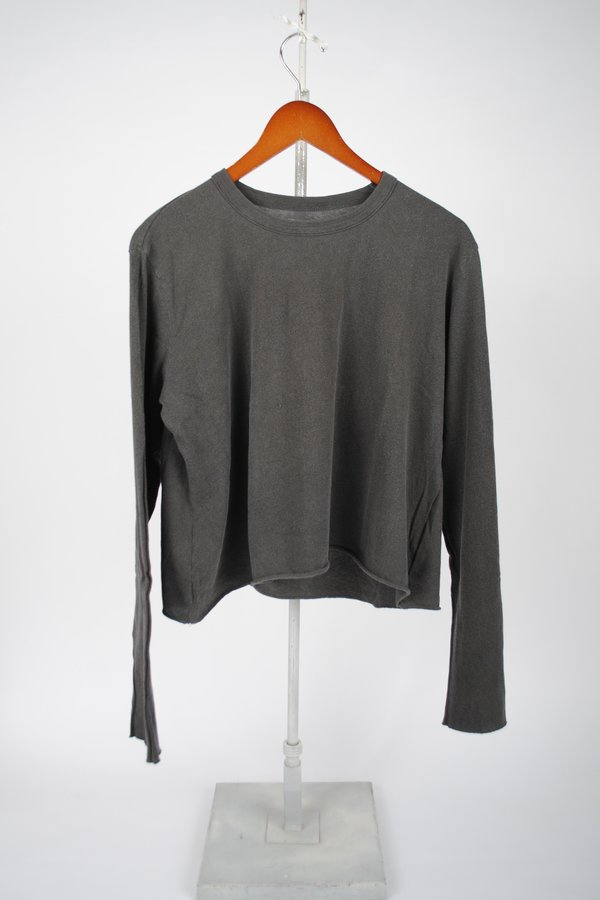 The Great. The Long Sleeve Crop Tee - Washed Black