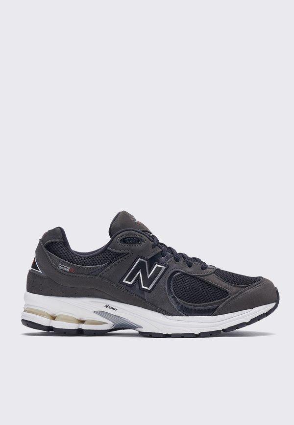 New Balance ML2002RB Sneakers - Black/White
