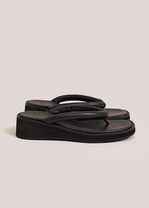AMOMENTO Padded Strap Flip Flop - Black