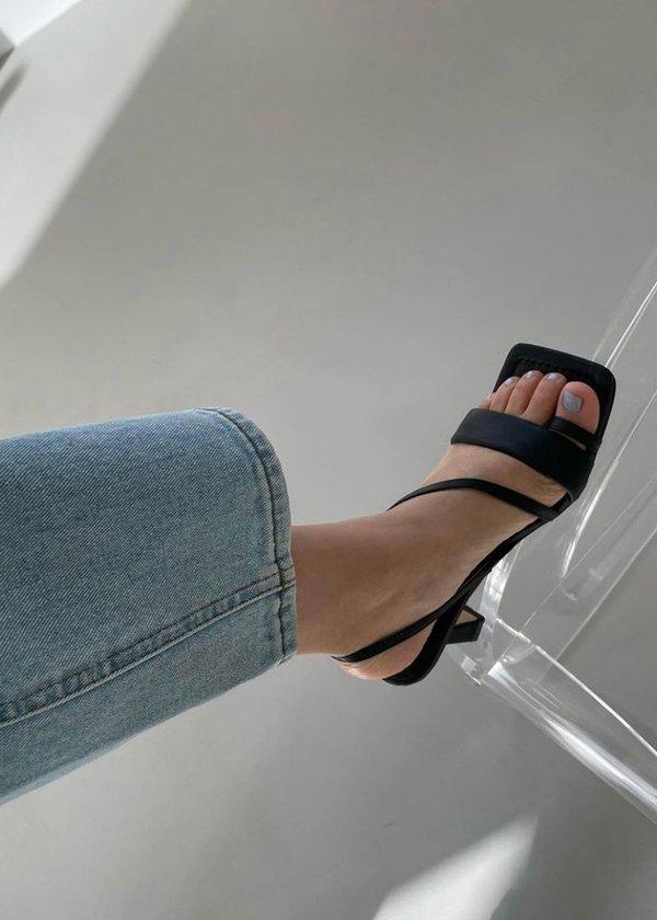 W A N T S Lila Sandals