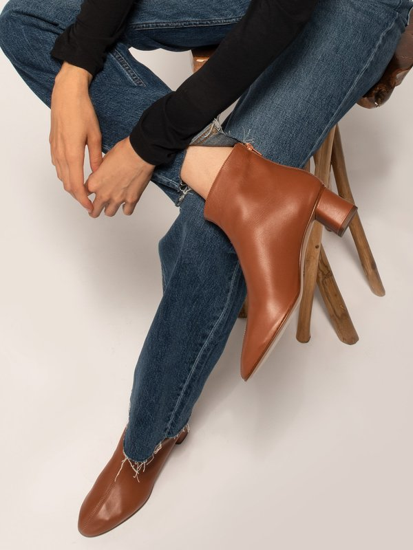 blush. Hiver Boots - Brown