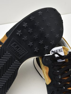 SNEAKERS RUNNING_GOLD VELVET-BLACK STAR