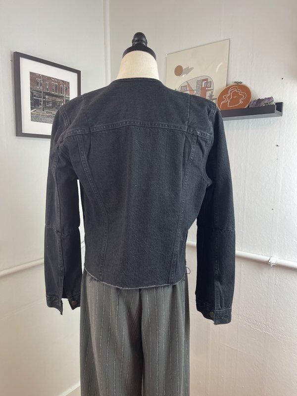 """Levi's """"Altered Trucker"""" Washed Black Denim Jacket (M)"""