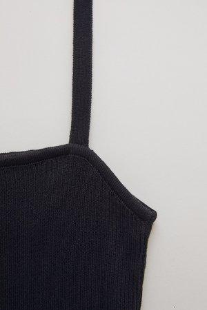 clea in black
