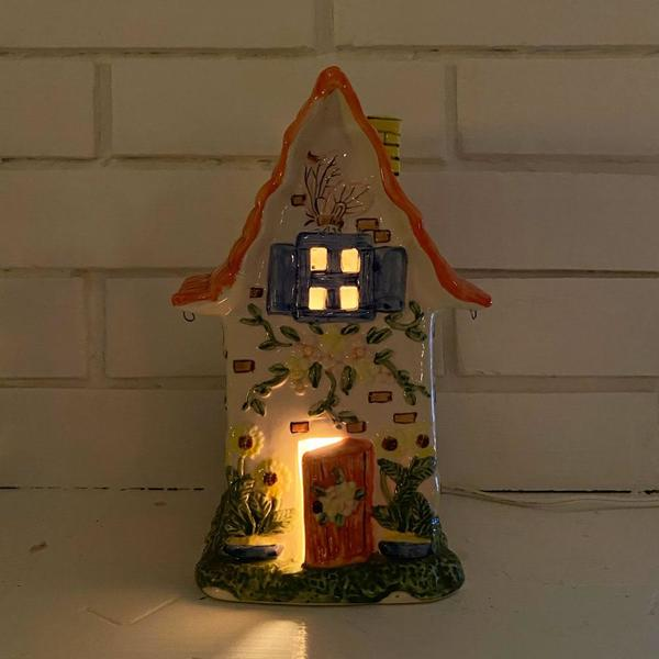 Vintage Porcelain Cottage(core) Lamp