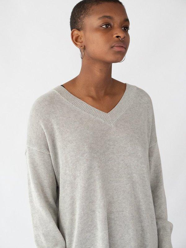Erica Tanov fine knit cotton v-neck top - light grey