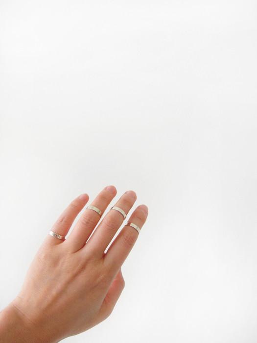 Saskia Diez Stripe Midi Ring