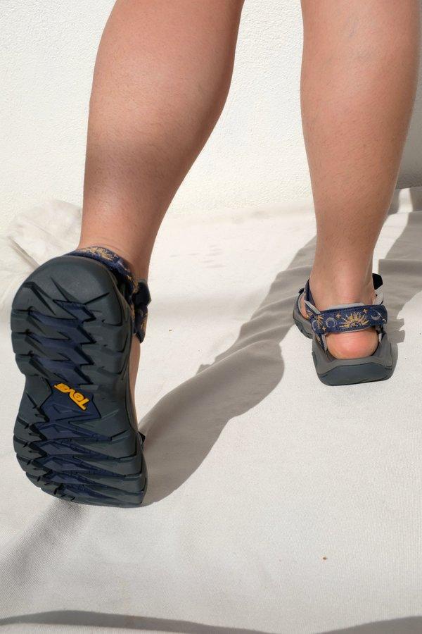 Teva FI 5 Universal  Sun and Moon Insignia Blue Sandals