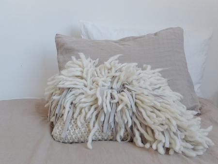 Doucement Veru Pillow