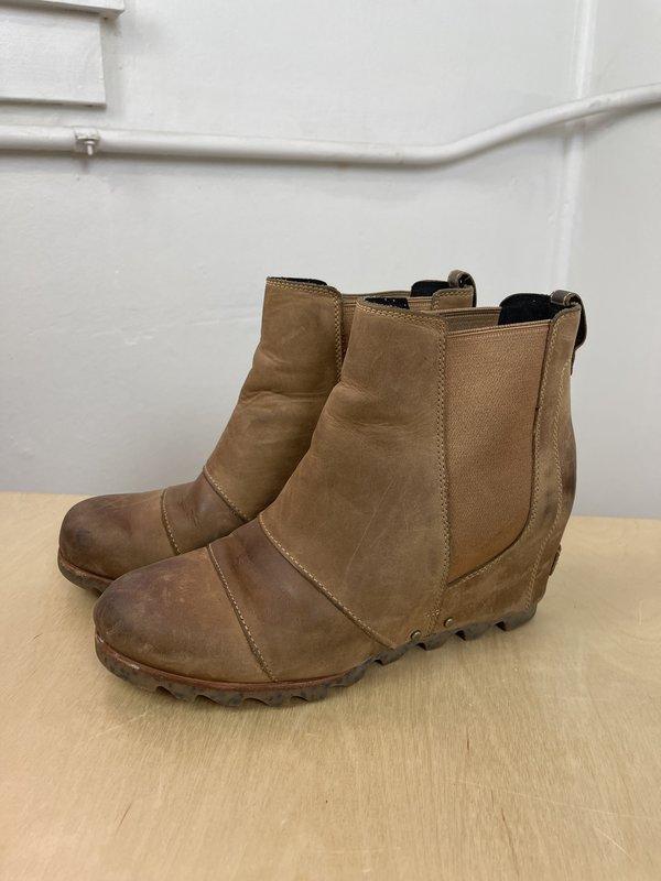[pre-loved] Sorel Wedge Booties - Tan