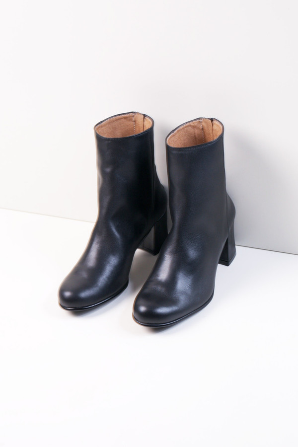 About Arianne Milos Boots