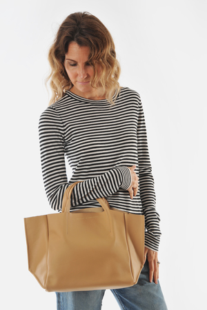 Ampersand as Apostrophe Camel Soft Half Tote