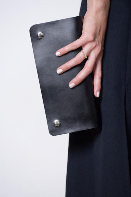 A Détacher Leather Clutch - black