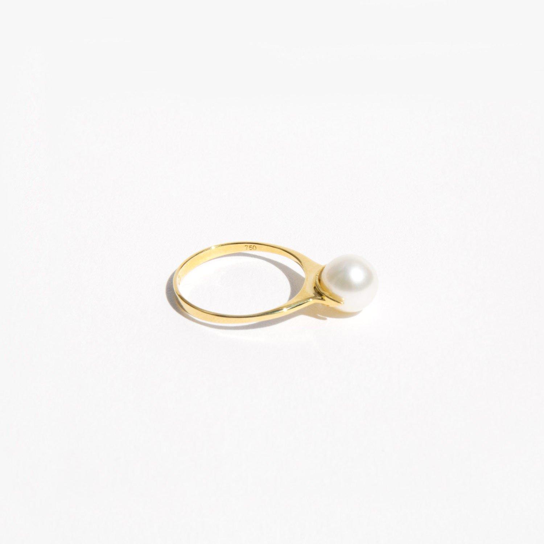 f31b6c5f6b75f Saskia Diez Pearl Ring Solitaire