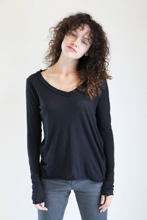 Q House of Basics Healy Long Sleeved Tee in Black