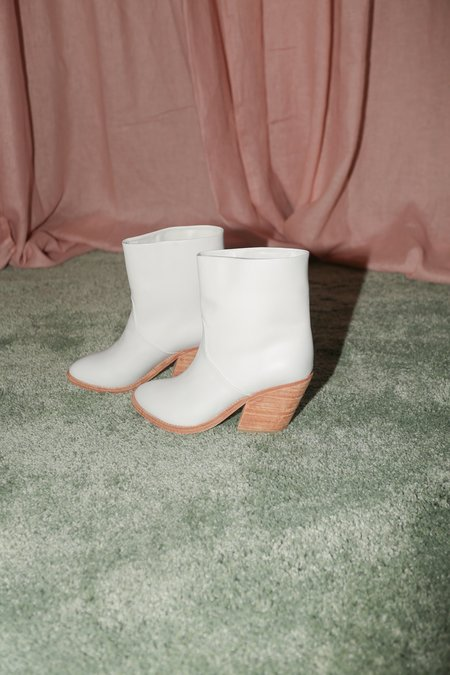 A Détacher Golda Boot in White