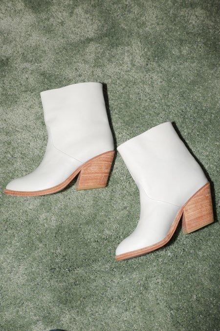 A Détacher Golda Boot in White